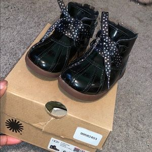 Girls Size 6 Black Star Laced Uggs (Authentic)